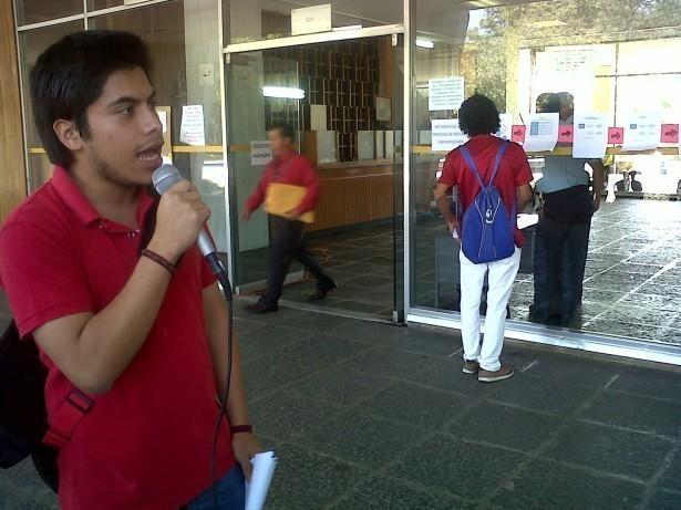 """""""Nos vamos hacer escuchar… El CSU tiene en sus manos el futuro de la universidad, aunque nos callen el eco de nuestras voces seguirá, escuela por escuela, facultad por facultad, centro regional por centro regional.  La reforma va porque va"""" (Max Castillo, Estudiante Ciencia Política)"""