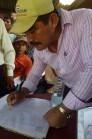 El alcalde de Purulha firmó el acta de las comunidades.