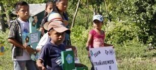 De los 16 cuerpos, 8 eran niños y niñas, que perdieron sus vidas a causa del genocidio.