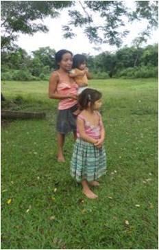 Micaela y sus hijas. Foto: autora.