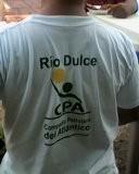 """En la misma línea, los y las maestras del área recibieron las playeras con el logo de la Compañía Petrolera del Atlántico, pudiendo demostrarse como instancias públicas cómo el Ministerio de Educación entra en el """"juego"""" de la defensa de los intereses privados de las empresas extractivas."""
