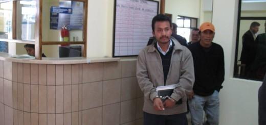 En la foto aparece Arturo Pablo al momento de su aprehensión.