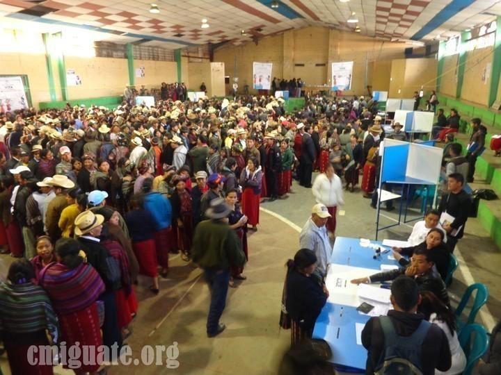 El centro de votación del Salón Municipal es el que mas afluencia ha tenido