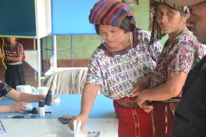 Centro de votación en la aldea de Tzalbal. En mayo de 2011 las comunidades se enteraron de que en las tierras donde viven fueron desmembradas 33 caballerías en 1984, durante el gobierno de facto del Gral. Mejía Víctores.