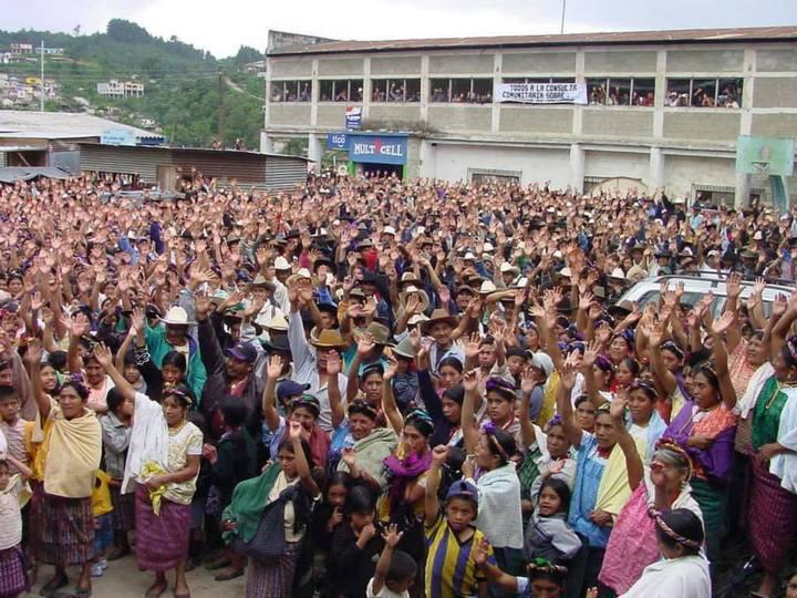 25 de Julio de 2006, día de la primera-consulta comunitaria nacion hista-wuxtaj. Foto tomada de su perfil de Fb.