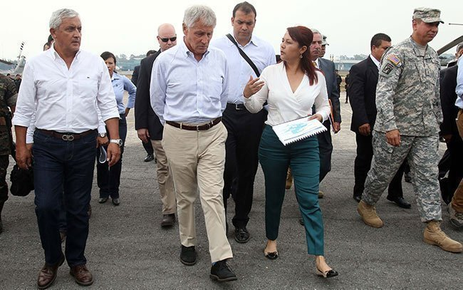 Chick Hagel y Eunice Mendizabal. Fuente: Ministerio de Gobernación