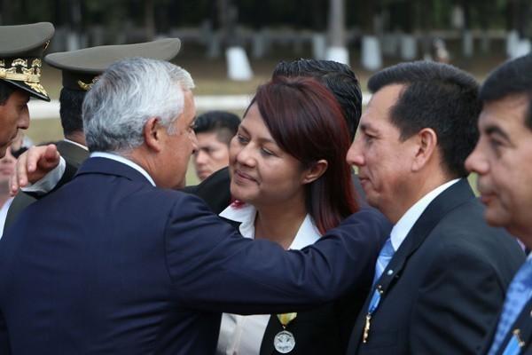 Eunice Mendizabal y el Presidente. Fuente: Ministerio de Gobernación
