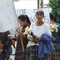 Concentracion de sobrevivientes del desplazamiento forzoso de Chicoyoguito. Foto: Gustavo Illescas.