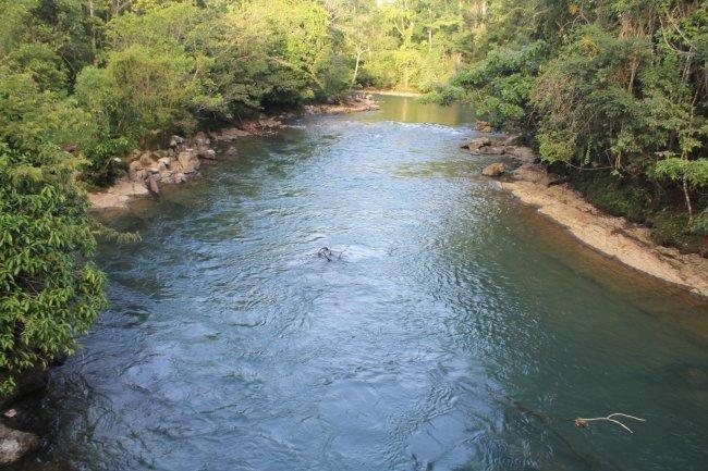Río Dolores al momento de pasar por la Comunidad de Monte Olivo. Más abajo se une al río Canguinic para nombrarse río Icbolay a la altura donde se ubica la comunidad 9 de febrero. Foto: CPR-Urbana.