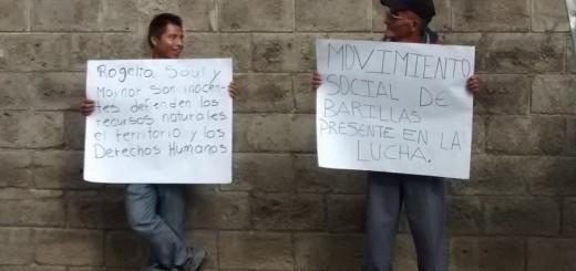 Son claros los mensajes que la población expresa por la liberación de los compañeros que defienden el Rio Q'ambalam. Foto: Wolfgang Krenmayr