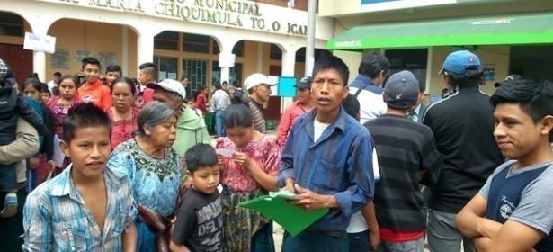 Mujeres de algunas comunidades fueron amenzadas con que les quitarian la bolsa y el bono seguro para que no participaran en la consulta.