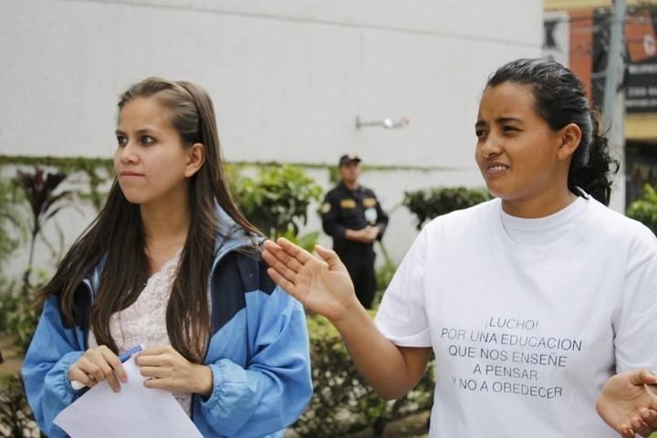 Kendra (2012) y Celeste (2013), egresadas Instituto Normal para señoritas Belén. Fuente: Emancipa