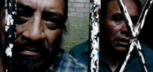 A la izquierda, Rigoberto Juárez