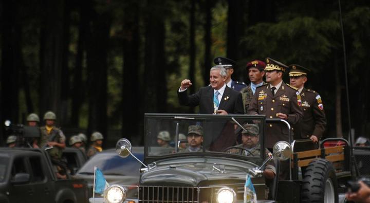 Otto Pérez Molina cuando fue nombrado Comandante General del ejército de Guatemala. Fuente: Plaza Pública