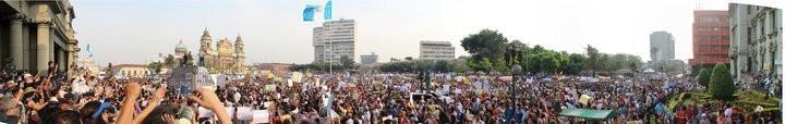 Panorama (este-oeste) de la manifestación de rechazo al presidente y vicepresidente del Ejecutivo, por sus múltiples casos de corrupción.
