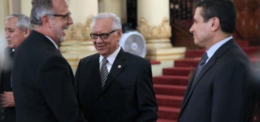 El Comisionado de la CICIG, Velásquez, el nuevo Vicepresidente, Maldonado Aguirre, y el Canciller de Guatemala, Morales.