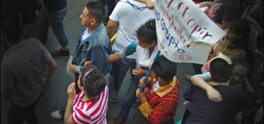 """""""Soy Chapín y Guatemlateco No Corrupto"""". Pancarta en marcha del 9 de mayo de 2015"""