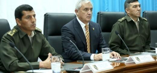 López Ambrosio, ministro de Defensa, y Pérez Molina. Fuente: Presidencia de Guatemala
