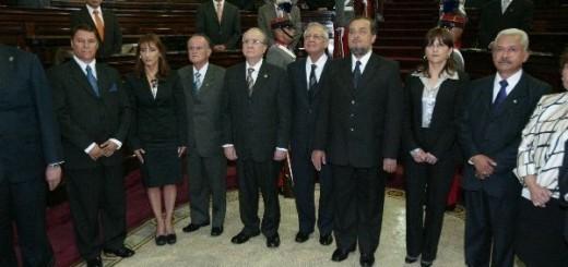 Los magistrados de la Corte de Constitucionalidad al ser juramentados, en 2011. Fuente: Congreso de la República