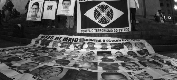 2 junio 2015. Encuentro de la Caravana 43 Sudamérica con las Maes de Maio en el centro de Sao Paulo. La primera actividad pública de la delegación de familiares y estudiantes de la escuela Normal de Ayotzinapa en Brasil fue un acto cultural en el centro de la ciudad además de una marcha y conversatorio junto al movimiento de Maes de Maio con quienes compartieron el dolor y la rabia para denunciar juntos a los estados criminales de México y Brasil.