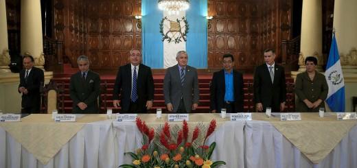 Funcionarios y empresarios presentes en firma del Pacto de Gobernabilidad y Desarrollo. Foto: Presidencia de Guatemala