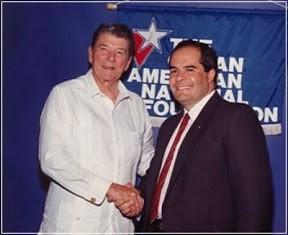 Ronald Reagan y Julio Ligorría.