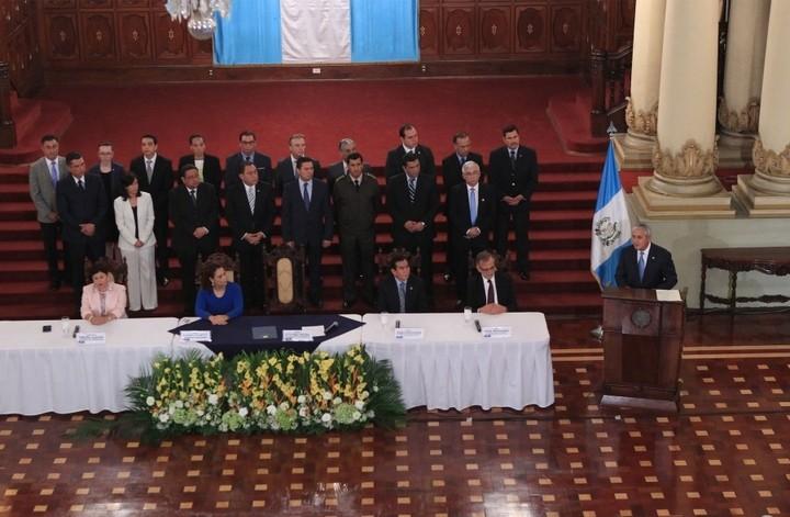Pérez Molina mientras se firmaba extensión a CICIG. Foto: Presidencia de la República