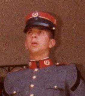 Herbert Melgar Padilla saliendo de cadete.