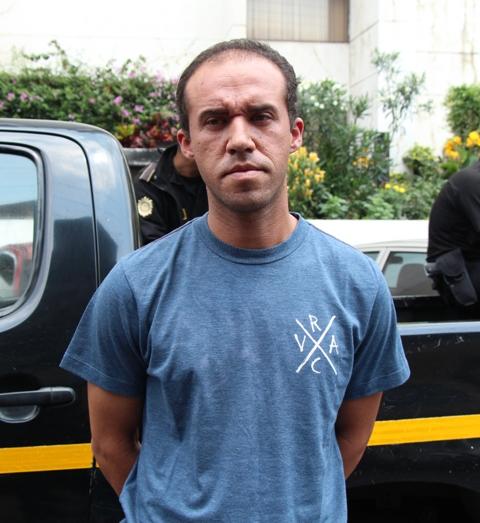 Momento en que Prera Cuevas llega a la Torre de Tribunales luego de ser detenido. Fuente: PNC
