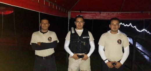 De pie, el segundo de izquierda a derecha aparece el sueños con Staff Security en el Estadio Mateo Flores. Fuente FB de Staff Security.