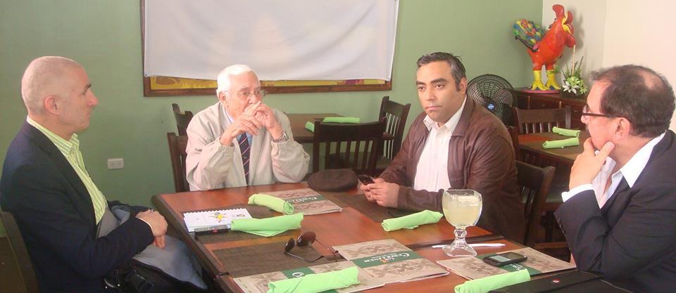 Angoso y Platero entrevistando al padre y hermano de Byron Lima