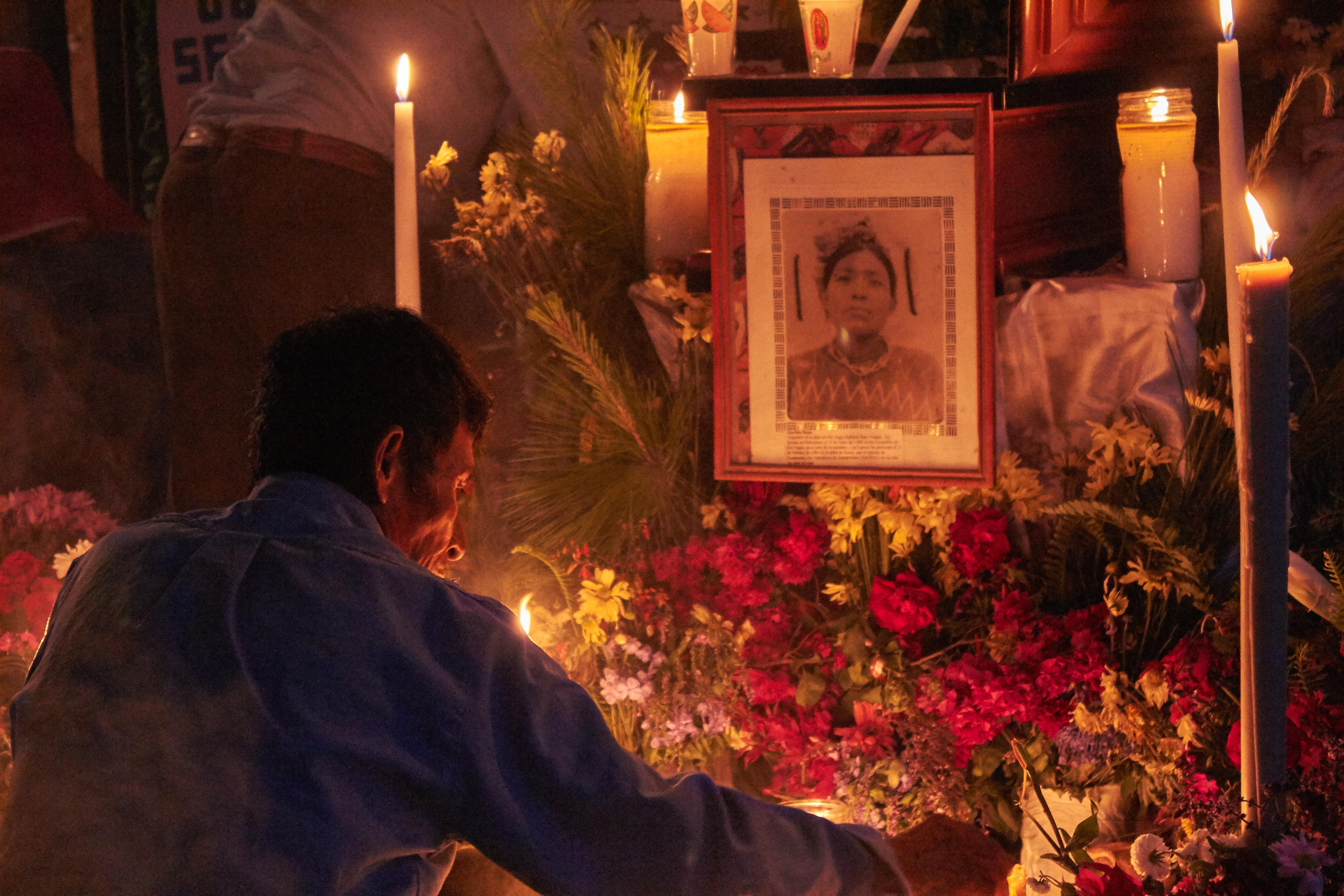 Velación de Martina Rojas, desaparecida por el ejército en la masacre de Río Negro. Foto: Roderico Y. Díaz