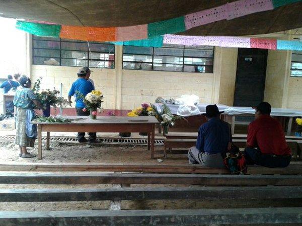 Familiares esperando los cuerpos. Foto: Gabriela del Rosario