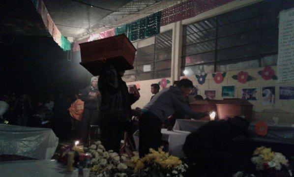 La llegada de los cuerpos. Foto: Gabriela del Rosario