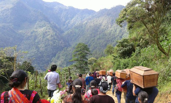 El camino al cementerio. Foto: Gabriela