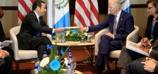 El Presidente Jimmy Morales junto al Vicepresidente estadounidense, Joe Biden. Foto: AGN.