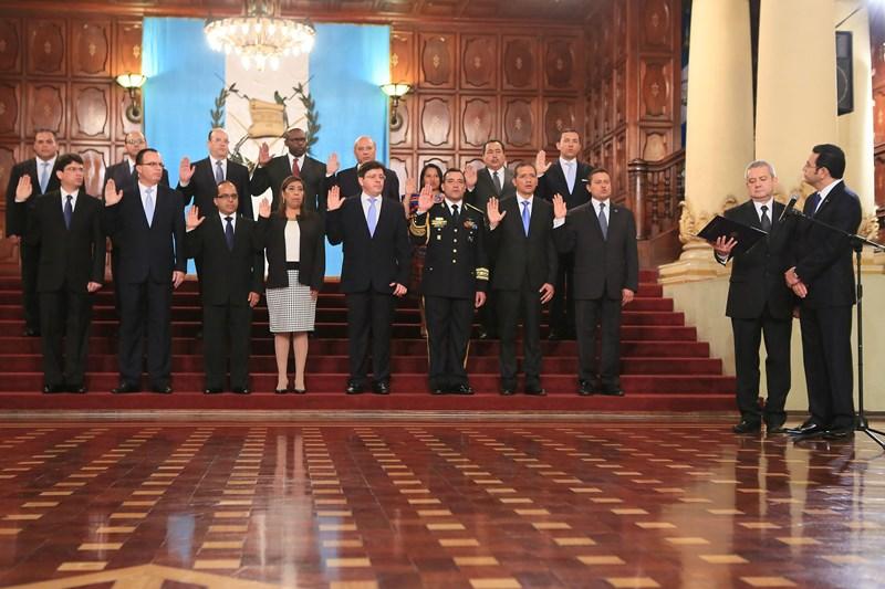 Los ministros del nuevo Gabinete. Foto: AGN.