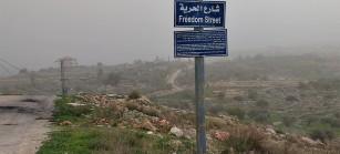 """Bil'in, conocido internacionalmente por su creativa lucha pacífica ha nombrado una de sus calles """"Calle de la Libertad"""""""