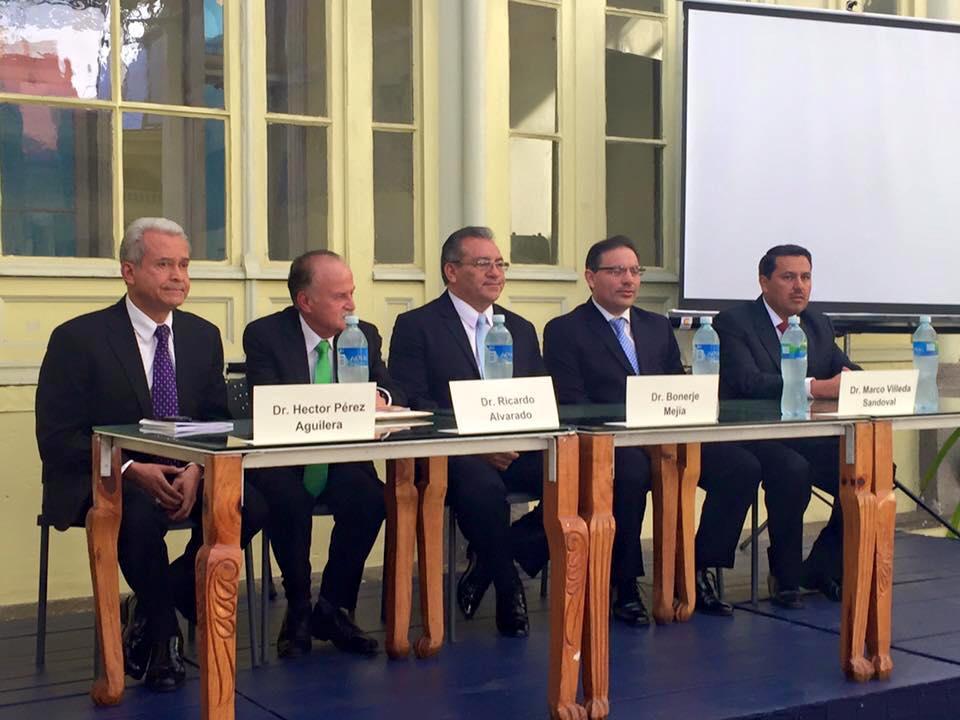 Los candidatos titulares a CC por el Colegio de Abogados. De izquierda a derecha: Héctor Pérez Aguilera, Ricardo Alvarado, Bonerge Mejía, Maco Villeda y Oscar Cruz Oliva.