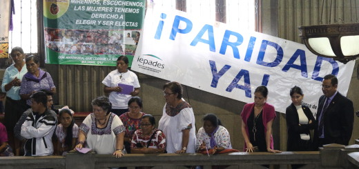Las mujeres estuvieron presentes en las negociaciones del Congreso haciendo presión para aprobar reformas a la Ley Electoral y de Partidos Políticos. Sus voces fueron ignoradas.