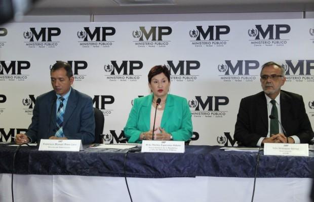 Los titulares de Gobernación, Ministerio Público y CICIG, mientras dan a conocer caso TCQ, abierto por colaboración de Juan Carlos Monzón. Foto: MP.