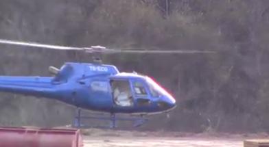 El helicóptero TG-ECU llevando los costales con oro.