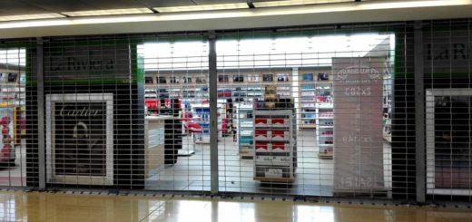 Las tiendas cerradas de La Riviera. Foto: Plaza Pública