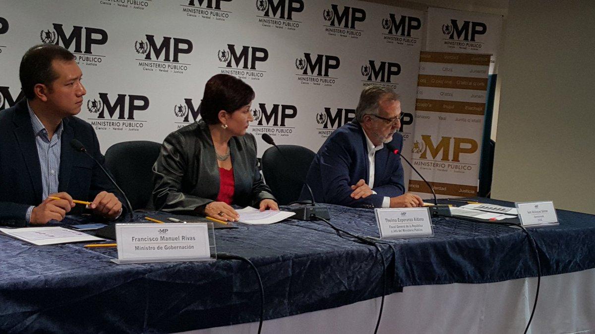 Iván Velásquez, jefe de CICIG, en conferencia de prensa por caso La Cooperacha. A su derecha la Fiscal General, Thelma Aldana, y el ministro de Gobernación, Francisco Rivas Lara. Foto: MP