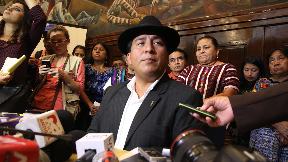 Amilcar Pop en la ratificación de denuncia contra Otto Pérez Molina, 16 de junio de 2015 Foto: Bancada Winaq
